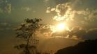 Sol entre nuvens - Vista da montanha